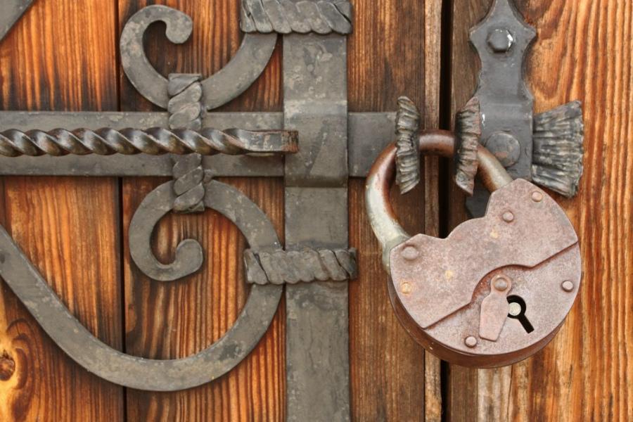 картинка сказочные ворота с навесным замком этом многие