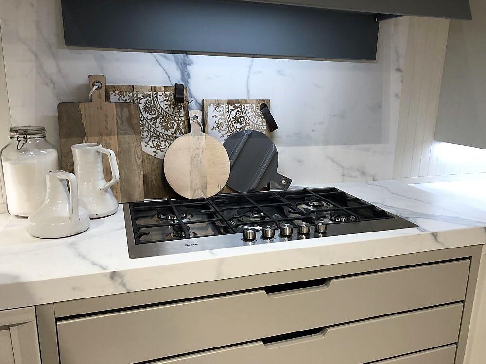 каррарский мрамор в интерьере кухни