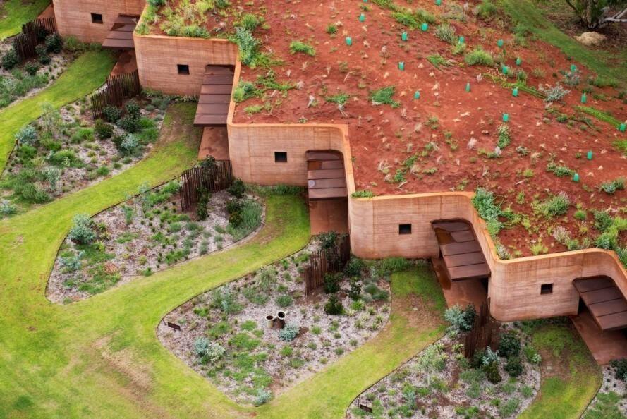 дом из спрессованной земли